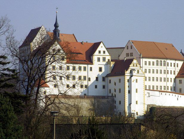 In the English-speaking world, &uot;Colditz Castle&uot; is something every school pupil has heard of and it is important to visit it at least once. The castle owes this high degree of recognition to its legendary prisoner-of-war camp during the 2nd World War.
