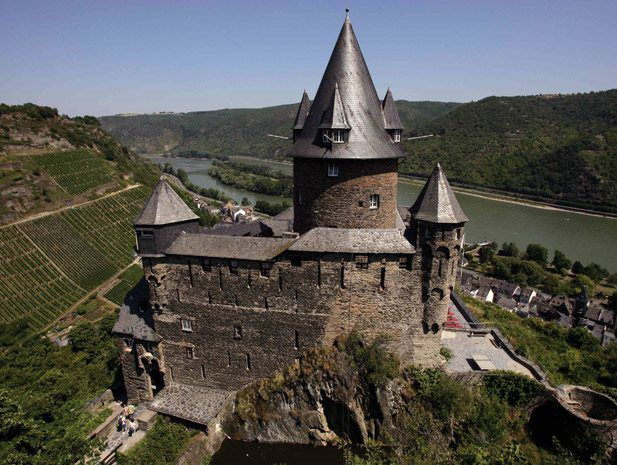 Located in the historic Burg Stahleck Castle, which dates back to the 12th century, and offering unique, fascinating views across the Rhine Valley, the modern Bacharach Youth Hostel is world-famous.