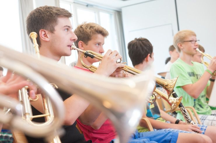 Rehearsals with the complete choir or orchestra?Music leisures in Youth Hostels have space!